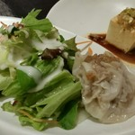 中国料理 桂亭 - 焼売、サラダ、中華風冷奴。