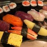 寿司芳 - 並すし 1100円。