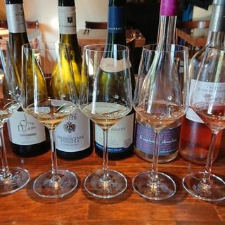 日替わりのグラスワインは常時16種類以上ご用意しております!