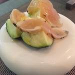 Abats. - 泉州の水茄子に自家製鶏生ハムを乗せたアミューズ ジャブがストレート並みの威力です