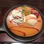 梟書茶房 - ピーチ&ベリーのパンケーキセット(税込み1242円)