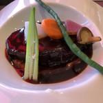 一夜城 ヨロイヅカ・ファーム - 神奈川県産黒毛和牛ホホ肉の赤ワインプレゼ 地物野菜とポテトピューレ添え