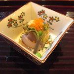 いっ木 - 細魚、煮凝りの上に甘海老、海老の子、うすい豆に蕨。