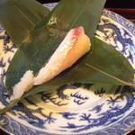 いっ木 - 粽の中は鯛ずし。