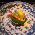 いっ木 - 出汁巻き、麩、車海老、鞘豌豆。