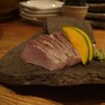 ヤサイ ホリ - カンパチの炙り焼き