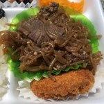 まがみ - 牛肉すき焼き風とコロッケ。