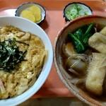 大豊 - 料理写真:親子丼(500円)、きつねそば(350円)