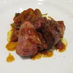 90677419 - メイン肉料理―小鳩のロトロ 夏野菜の煮込みとクスクス添え ローズマリーの香りを付けた鳩の胸から取ったソース