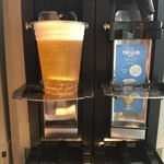 ウメキタ!!!グランピング&リゾート - ドリンクは飲み放題、ドリンクコーナーに取りに行くスタイル。ビールはセルフだけど、自動ビールサーバーです