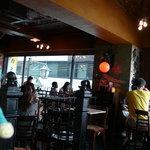 Yonchome Cafe - スパニッシュコロニアル風な店内