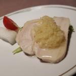 90680013 - 蒸し鶏の生姜掛けと大根の甘酢です。