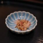 手打ち十割そば 振甫町 縁 - 蕎麦湯に入れる削りたての鰹節☆