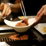 """焼肉チャンピオン - 名物の""""ざぶすき"""" ご飯&黄身の上に乗せて・・"""