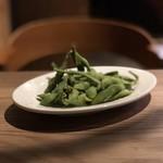 ハチカフェ - 枝付き黒茶豆