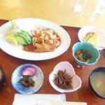 八幡平ハイツレストラン 水芭蕉 - 杜仲茶ポークの生姜焼き定食950円