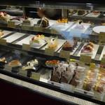ボナール洋菓子店 - 店内ショーケース