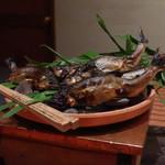 90693697 - ご主人が休日に自ら釣って来た岐阜の鮎の塩焼き