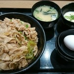 伝説のすた丼屋 - すた丼 680円+とろろ小鉢 131円 (税込)