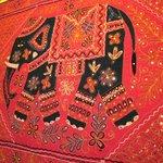 フルバリ - 壁に貼られた絵