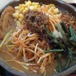 味噌蔵 麺四朗 - 信州辛ネギ味噌ラーメン+コーン+炙りチャーシュー1枚です。