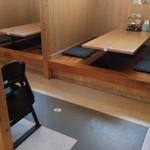 味噌蔵 麺四朗 - 店内風景です。