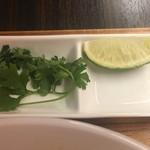 Thai Food Lounge DEE  - パクチー ライム 無料です ただ聞いてくれない 言わないとダメ