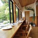 ときどき館 - 三河湖が見える窓際のカウンター席