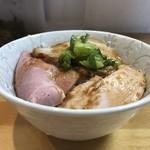麺屋 桜息吹 - 3種のチャーシュー丼