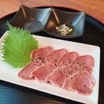 名古屋もつ焼き ひとすじ - 生タン仕立  低温製法という特殊な調理法で、限りなく生タンに近い食感に仕上げました。ごま油塩ダレでお召し上がりください。牛タン 牛たん 生たん