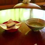 90716720 - 抹茶と和菓子