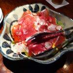 DINING BAR 椅子に座ったNEKOO - 生ハムとアボガドのサラダ