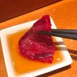 若鮨 - ごま油塩につける