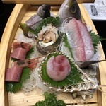 やぎさわ荘 - 舟盛 イサキ、たかべのち地魚二種、まぐろ、甘エビ、サザエ