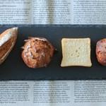 ブーランジェリー パティスリー トレトゥール アダチ - 料理写真:お弁当についてくるパン