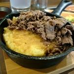いか焼き 世界 - 牛肉の下にはマッシュポテト