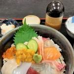 福魚食堂 - 海鮮丼。