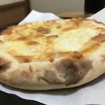 居酒屋呑屋 - チーズたっぷりピザ 耳