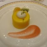 東京プリンスホテル - パッションショコラのムース フルーツ添え ピーチソース