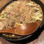 恵比寿さばと鶏白湯スープ炊き餃子 天神酒場ぬくぬく家 - 山芋鉄板。 博多のあうん酒場より 厚みある気がしました( ´ ▽ ` )嬉しい。