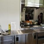 名水うどん かたしな食堂 - 厨房