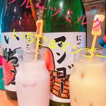 駄菓子食べ放題 放課後駄菓子バーA-55 - ドリンク写真:果実酒を使ったミルク割のお酒。甘いのでとても飲みやすいです^^