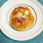 グーテ・ルブレ 入谷店 - クリームチーズのイチヂクのプチパン