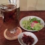 90734896 - アイスコーヒー、サラダ、福神漬け。