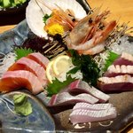 北海道食市場丸海屋 - 刺身盛り合わせ(5種) 1,680円(税別)