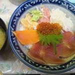 みなとや  - 特盛丼(750円)