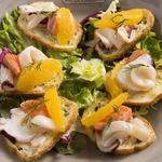 MOANA cafe&diner - オレンジと魚介のクロスティーニ