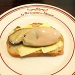 アベス - 蒸し岩牡蠣のタルティーヌ@800円