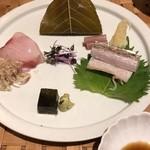 90739259 - 向付 金目鯛桜葉締め、地魚の刺身太刀魚の炙り、地魚の刺身キントキダイ