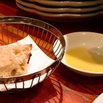 バレーナ - ディナー4,000円 パンとオリーブ油